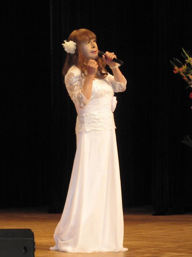 白ロングドレス舞台(1)