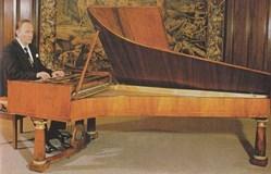 1829年製ナネッテ・シュトライヒャーを弾くデムス師