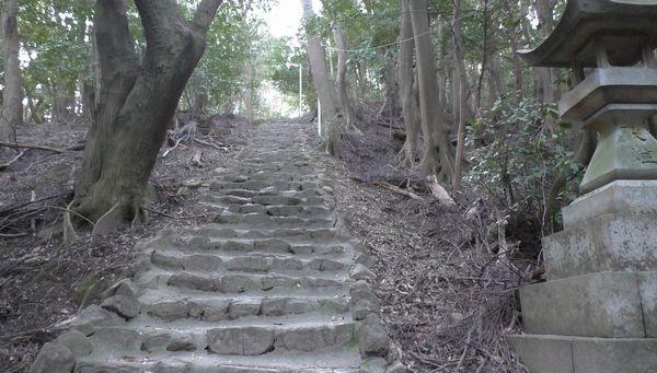東谷山の石段