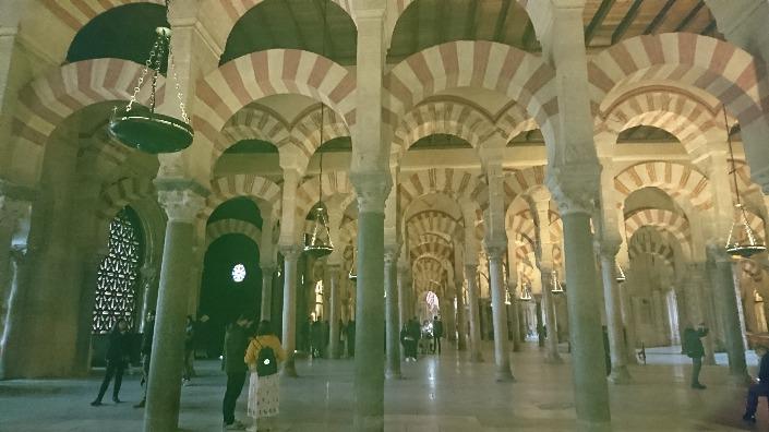 イスラム教とキリスト教が混じり合う大建築
