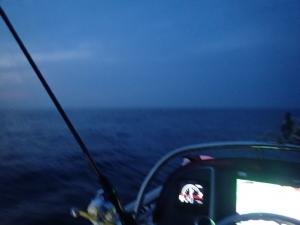 P6020001 夜明け前出航