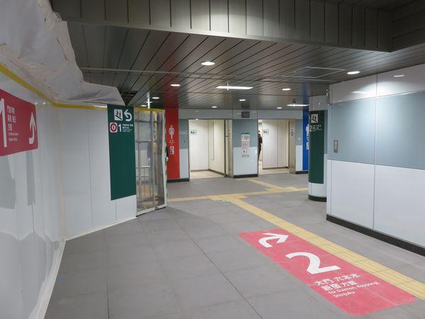 改札内コンコースの両国寄りの端には昨年3月に使用開始済みのトイレがある。