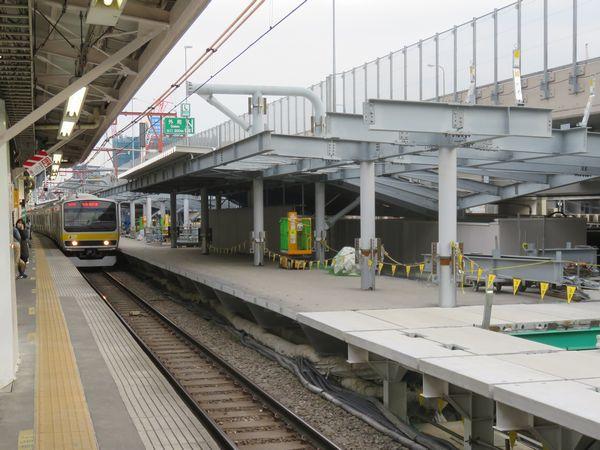 完成が近づく千駄ヶ谷駅新ホーム