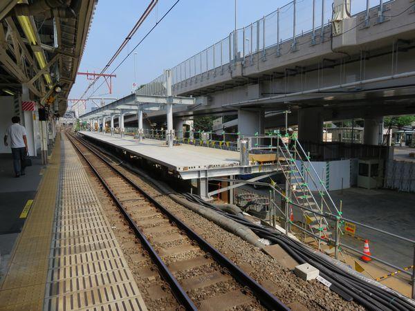 完成した新ホームの東京寄り。7月上旬にはこの部分の報道公開が実施された。