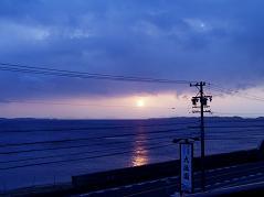 年末の旅行の夕日(南知多)