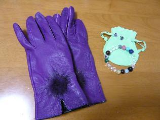 紫の手袋 韓国で購入