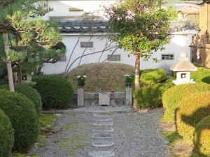 坂本城/10明智塚.jpg