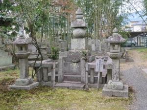 坂本城/17森可成公墓.jpg