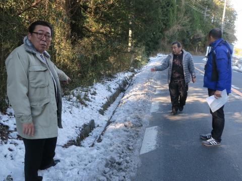「歩道も無く道幅も狭い村上地区の県道」⑥