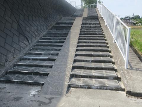 「北小の子供達の通学路の危険階段が修復されました!」① _R