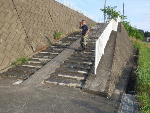 「北小の子供達の通学路の危険階段が修復されました!」②_R