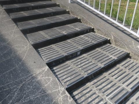 「北小の子供達の通学路の危険階段が修復されました!」③_R