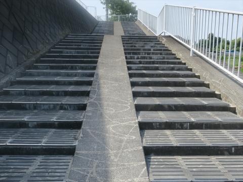 「北小の子供達の通学路の危険階段が修復されました!」⑤_R