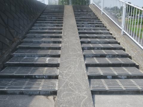 「北小の子供達の通学路の危険階段が修復されました!」⑥_R
