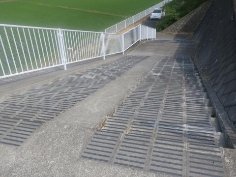 「北小の子供達の通学路の危険階段が修復されました!」⑦_R