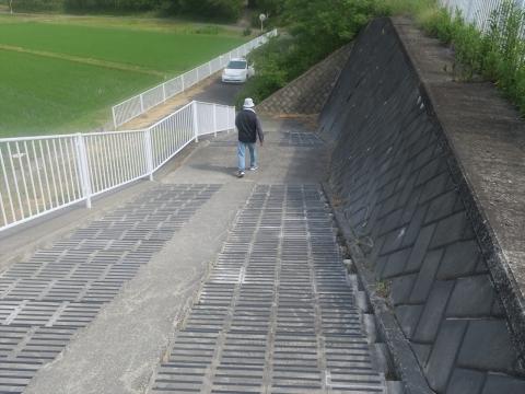 「北小の子供達の通学路の危険階段が修復されました!」⑩_R