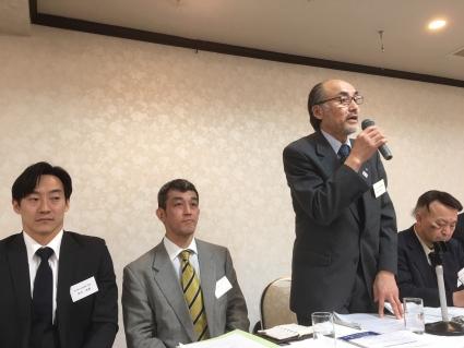 藤城清次郎理事長が議長となり議事に入る。
