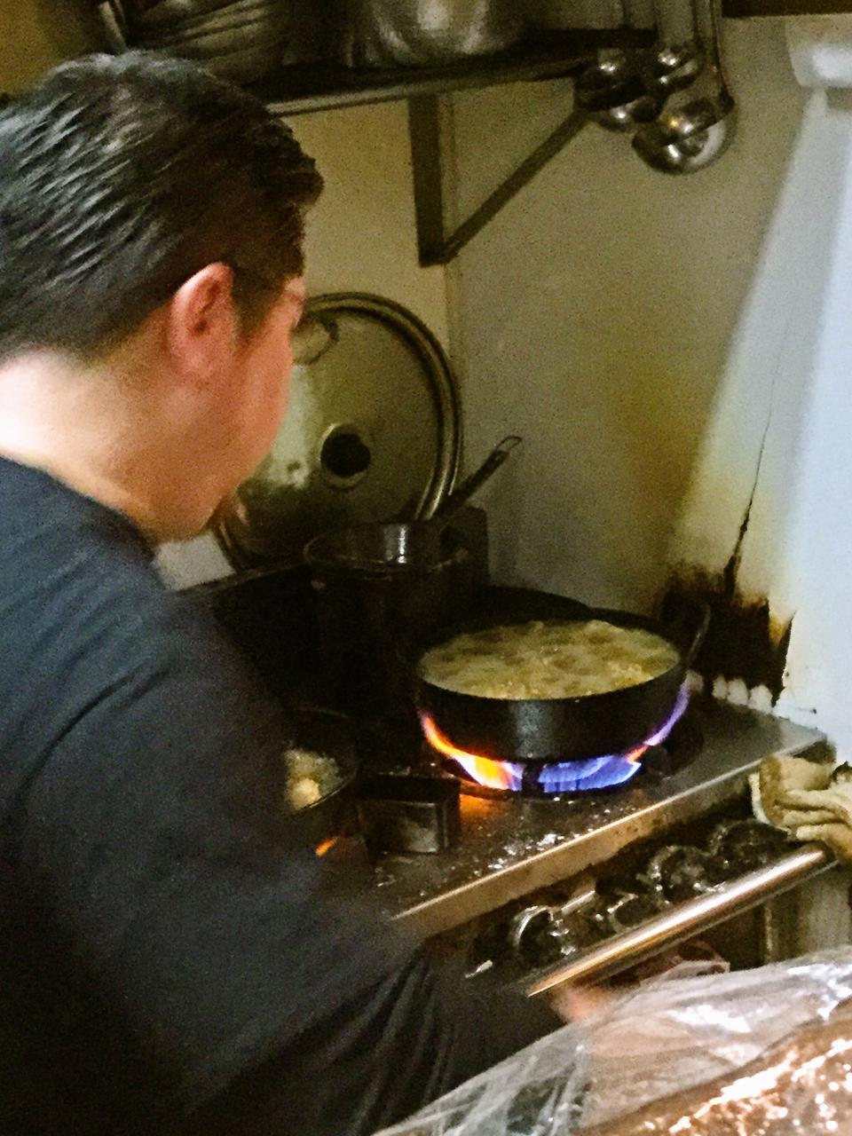 炭火やきとり萩(厨房)