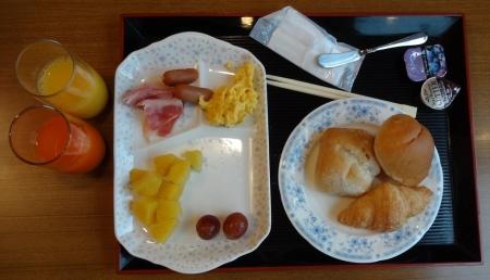 7:06 夫の朝食