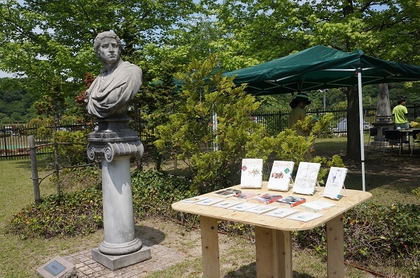 「イギリス作家の庭」の一角だけでなく、随所に、おススメ書籍が展示されてます
