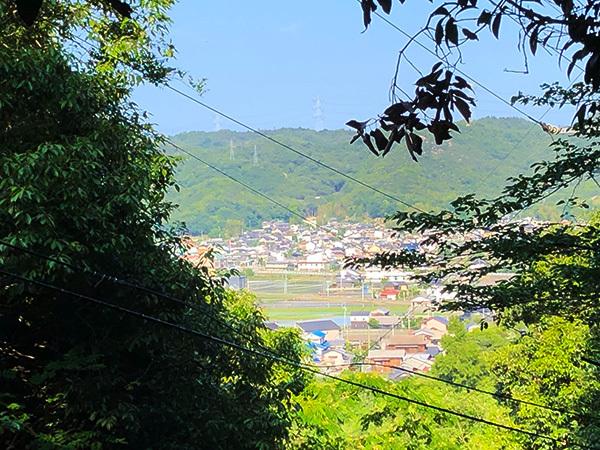 龍王宮付近から玉野市荘内の町を望む
