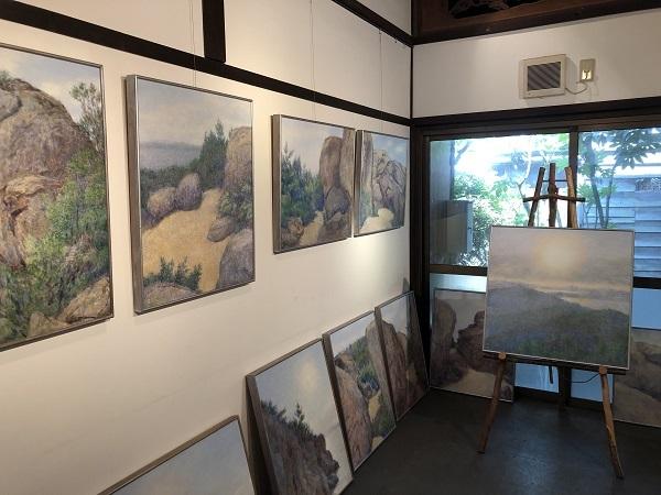 ギャラリー『マザーズ』店内3部屋に展示販売されている様子
