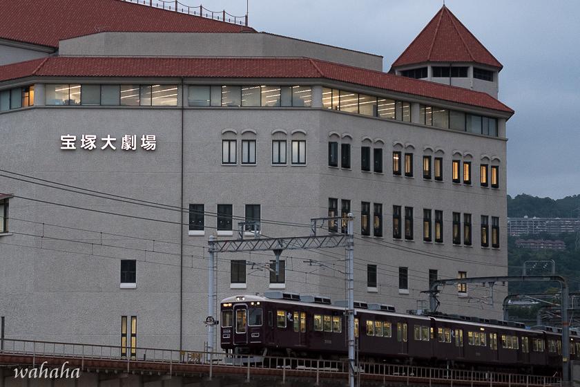 010608hankyu_takaraduka-3.jpg