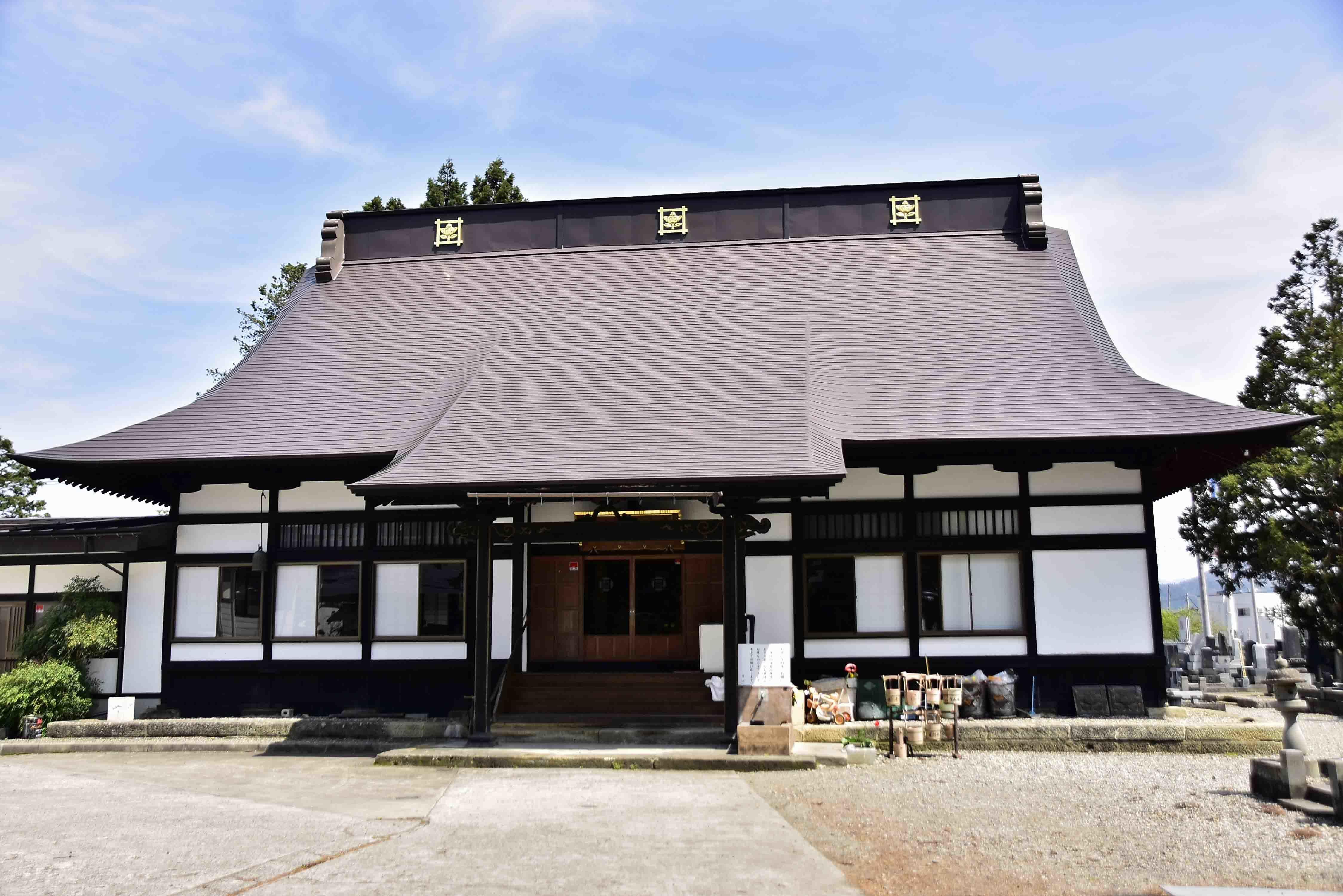 日朝寺 本堂