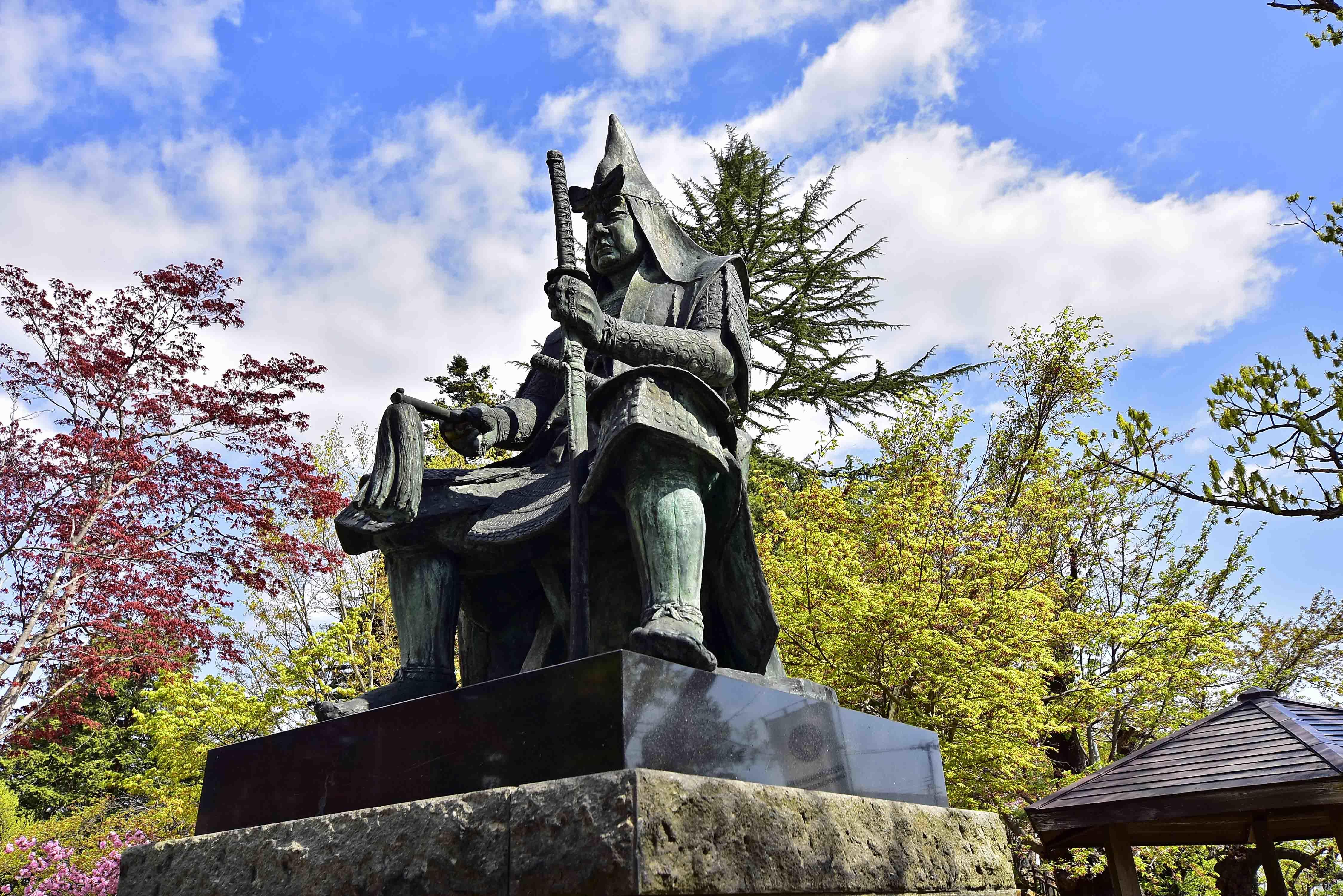 上杉神社 謙信公座像
