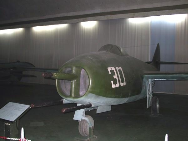 MiG(37072653055).jpg