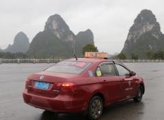 タクシーで桂林から