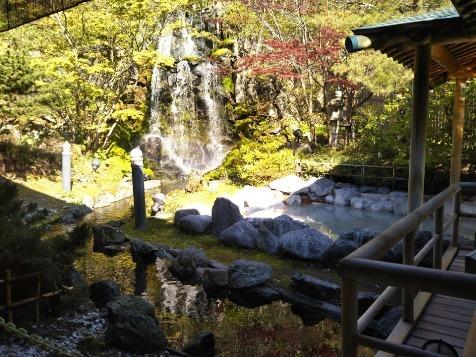 登別グランドホテル 滝のお風呂がきもちよかった