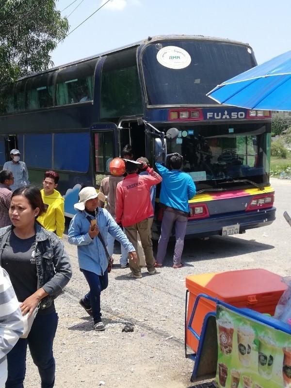 バスがオーバーヒート_190525_0001